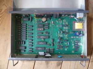 Демодулятор Universal M-8000 внутри