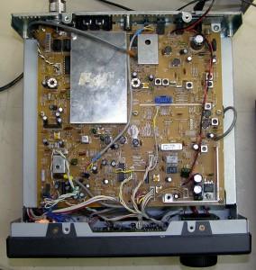 Радиоприемник Yaesu FRG-100 без верхней крышки