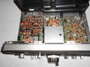 Радиоприемник Realistic DX-302 без верхней крышки