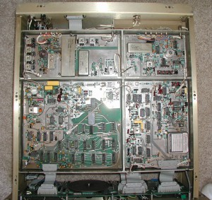 Радиоприемник Racal RA6790/GM без нижней крышки