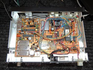 Радиоприемник Ten-Tec RX-325 без верхней крышки