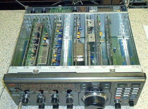 Радиоприемник JRC NRD-525 без верхней крышки
