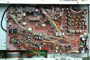 Радиоприемник Kenwood R-600 без верхней крышки