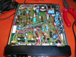 Радиоприемник Icom IC R-100 без нижней крышки