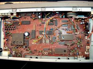 Радиоприемник Kenwood R-2000 без нижней крышки