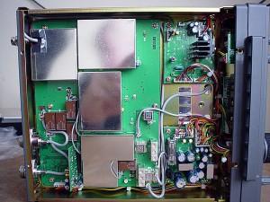 Радиоприемник AOR AR-5000 без нижней крышки