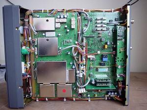Радиоприемник AOR AR-5000 без верхней крышки
