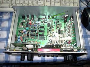 Радиоприемник Lowe HF-125 без верхней крышки