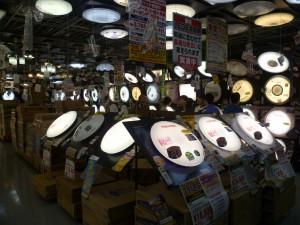 """Отдел традиционных для японских квартир светильников """"блинчик"""""""