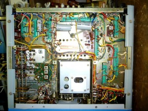 Радиоприемник Yaesu FR-101D без нижней крышки