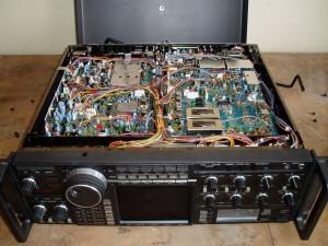 Радиоприемник Icom IC-R9000 без нижней крышки